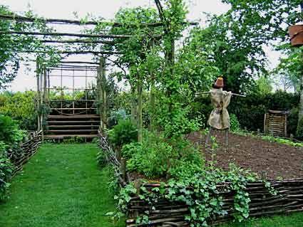 Creer barrière bois tressé pour plantation et entourer d\'une ...