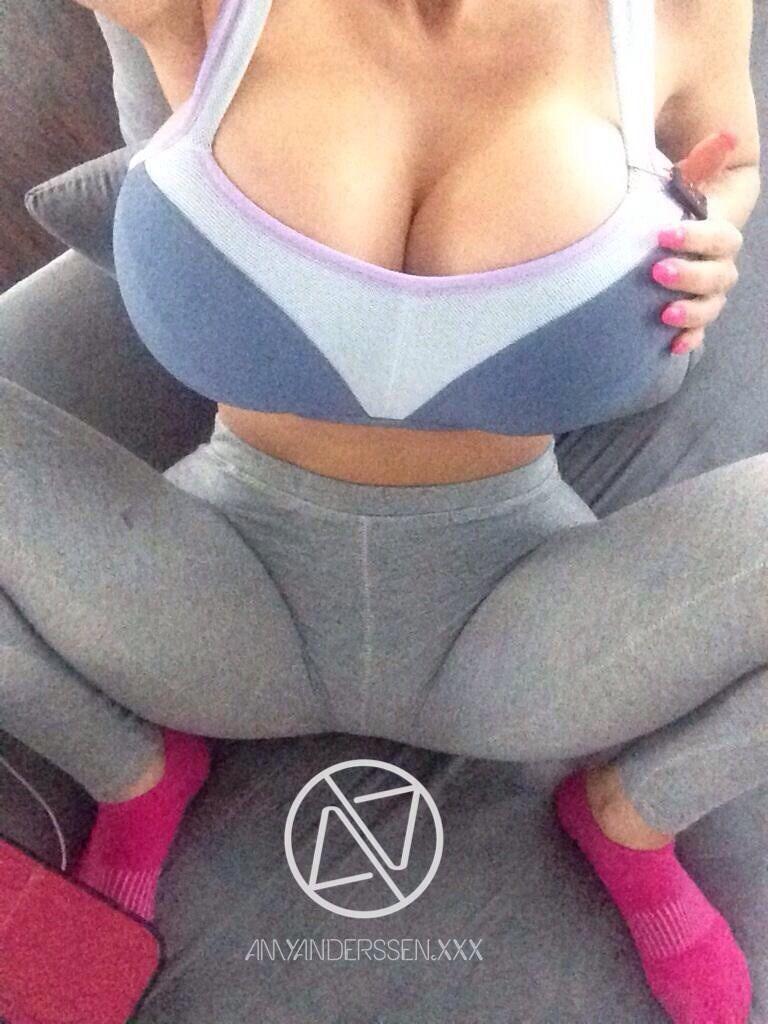 Amy anderssen yoga pants