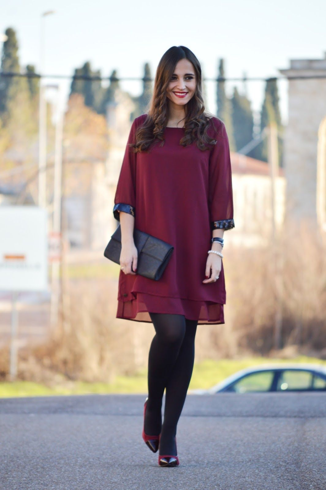59a15385629 1000 MANERAS DE VESTIR: From Jaipur. Burgundy dress with black ...