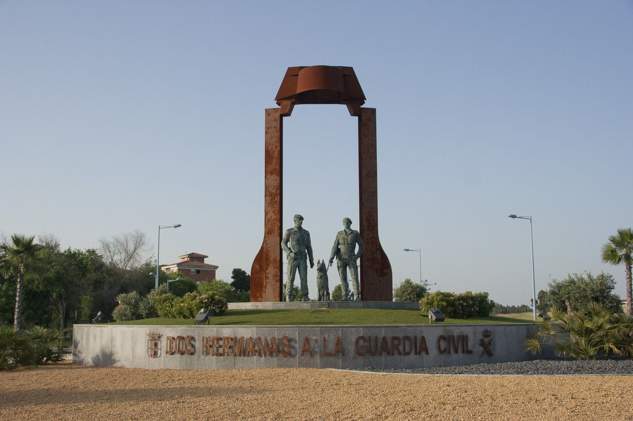 Rotonda homenaje a la Guardia Civil (Dos Hermanas, Sevilla) | Dos ...