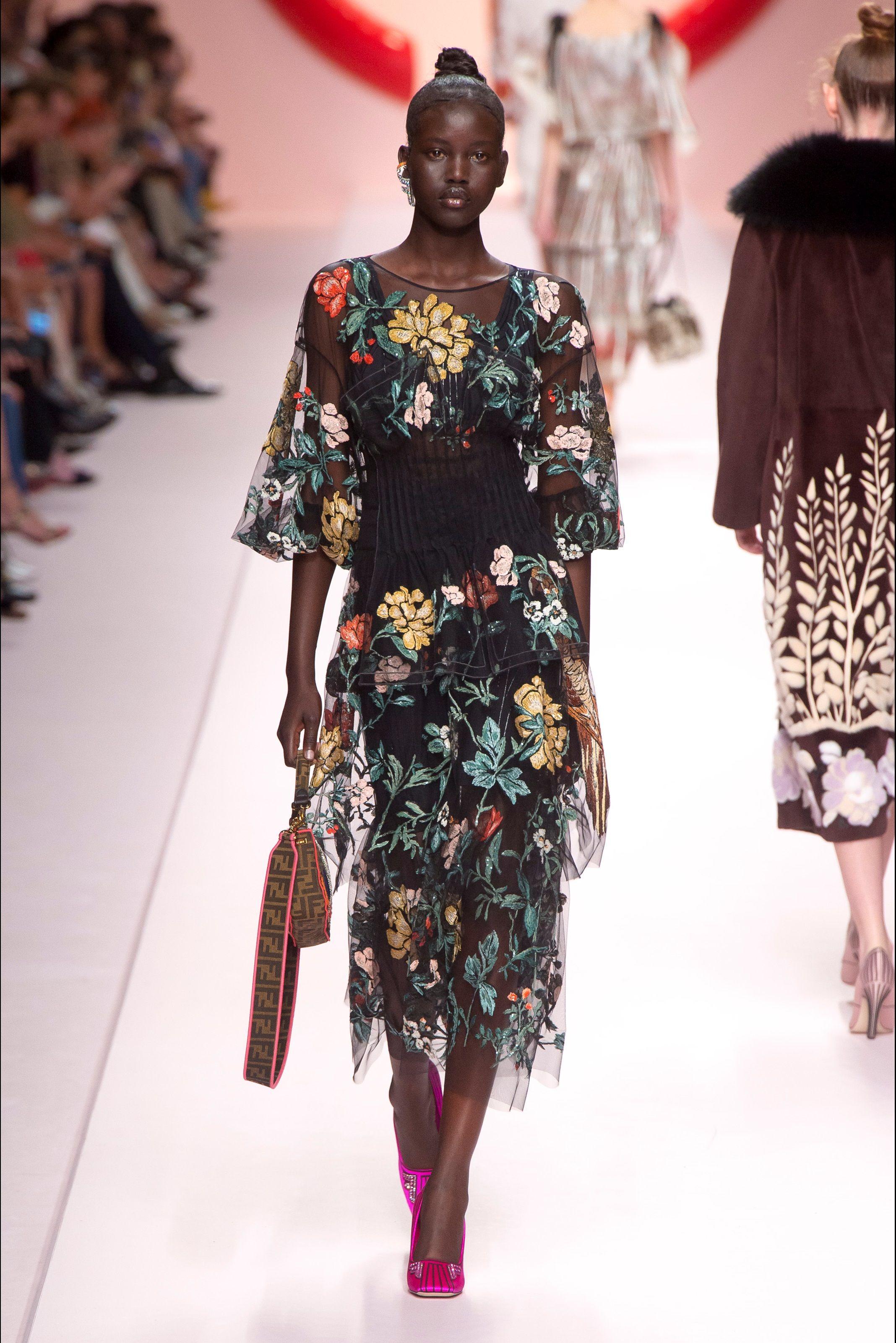 bb2735878124 Sfilata Fendi Milano - Collezioni Primavera Estate 2019 - Vogue Moda  Editoriale