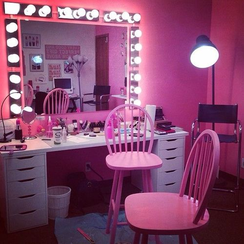 2 Pink Makeup Vanity Area Tniigѕ I Pinterest We Heart It Beauty Room Vanity Pink Vanity Girly Room