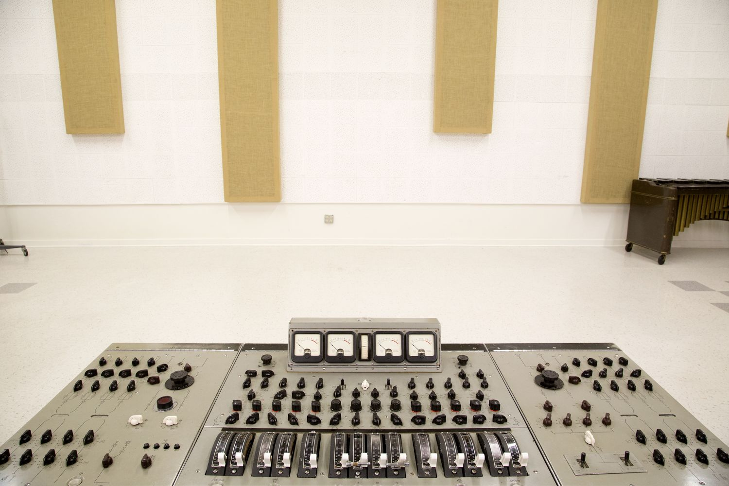 EMI ABBEY ROAD REDD 37 HISTORIC BEATLES CONSOLE The