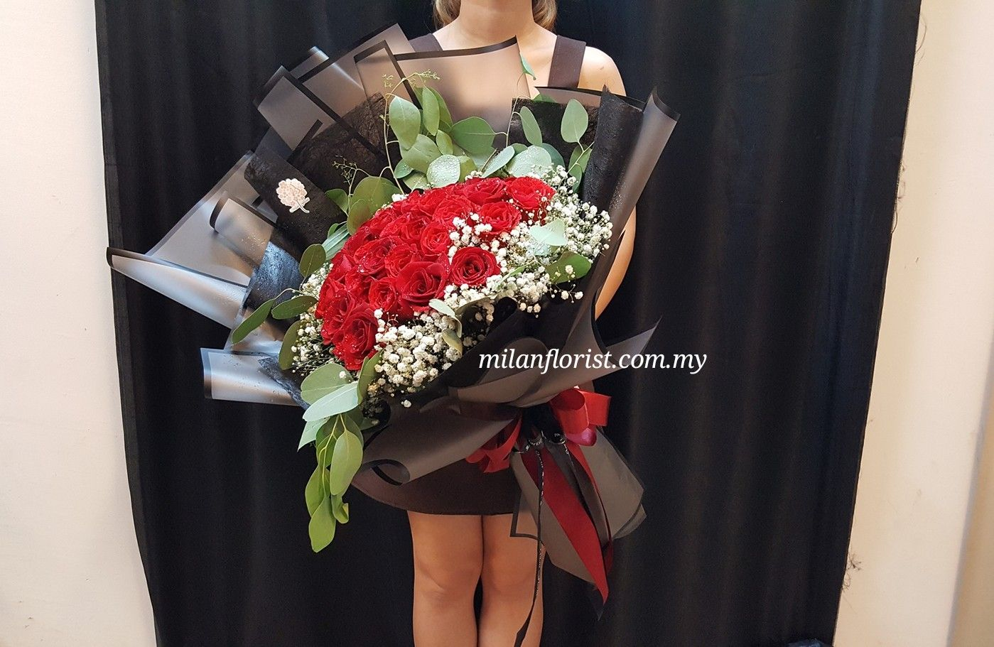 Photo of #黑红系列 #大爱 #Propose #HandBouquet #Luxury #Elegance