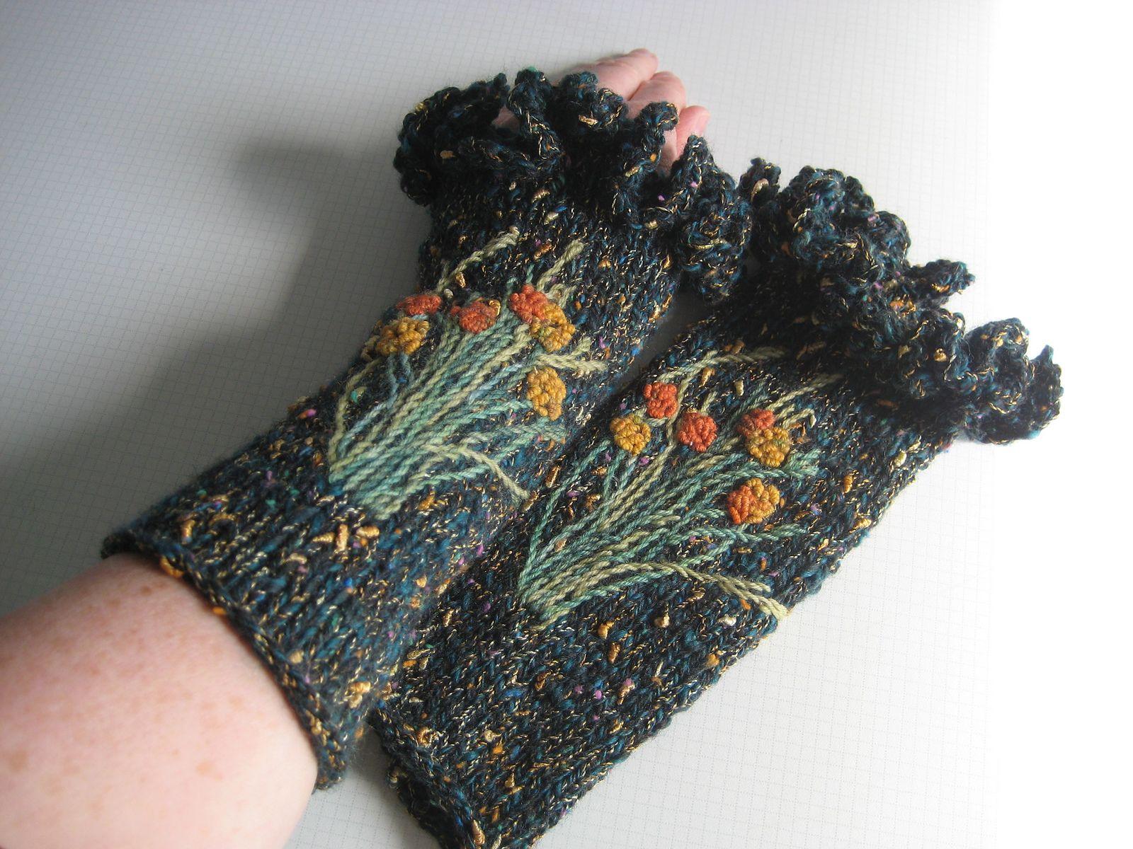 Ravelry: fanalaine\'s Calendula | Gloves / Mitts / Cuffs | Pinterest ...