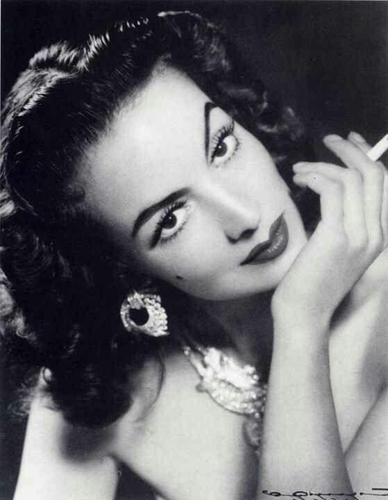 """María Félix  ...No es suficiente ser bonita, hay que saberlo ser """""""