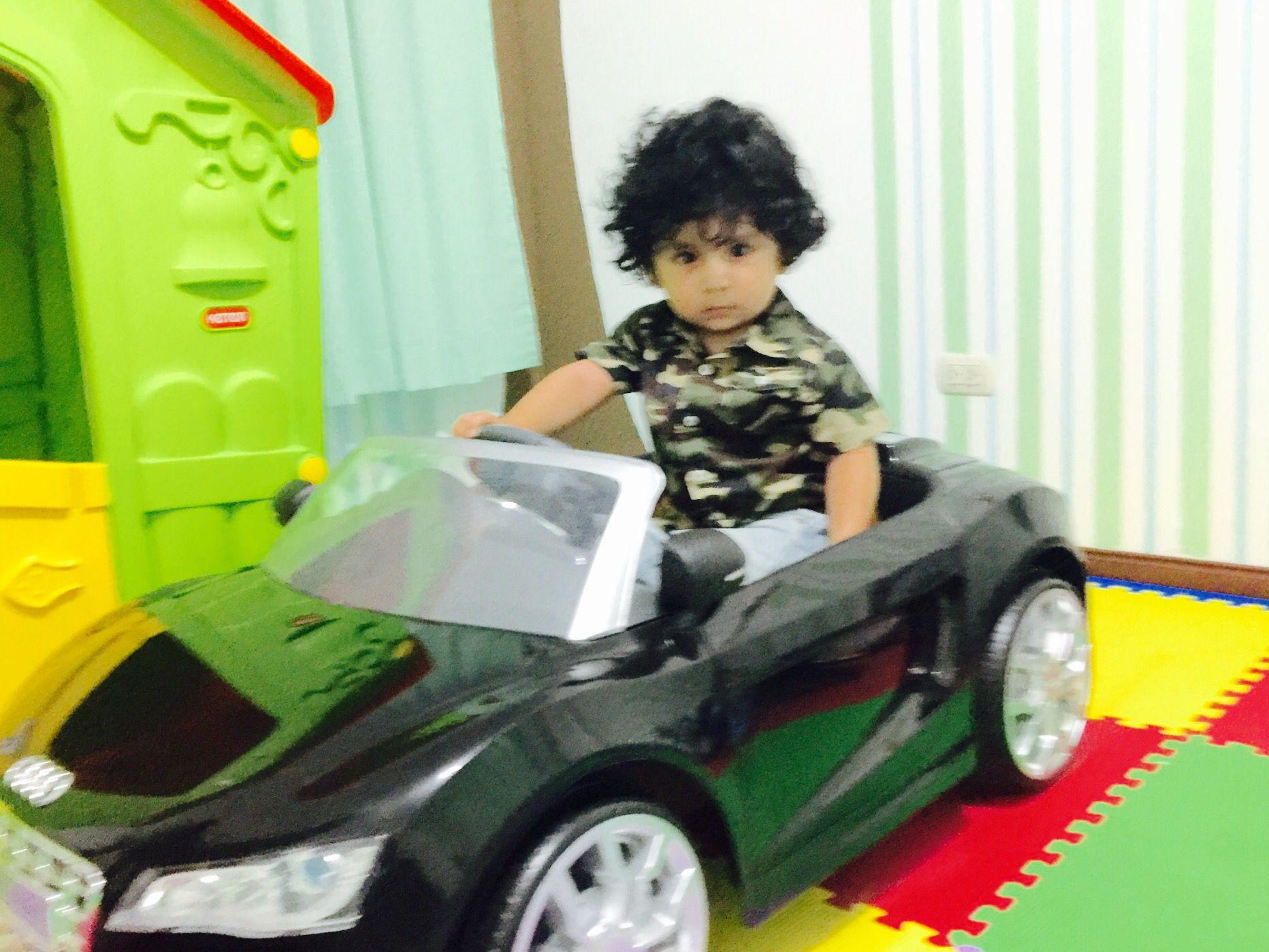 Mi pequeño manejando solo su Audi