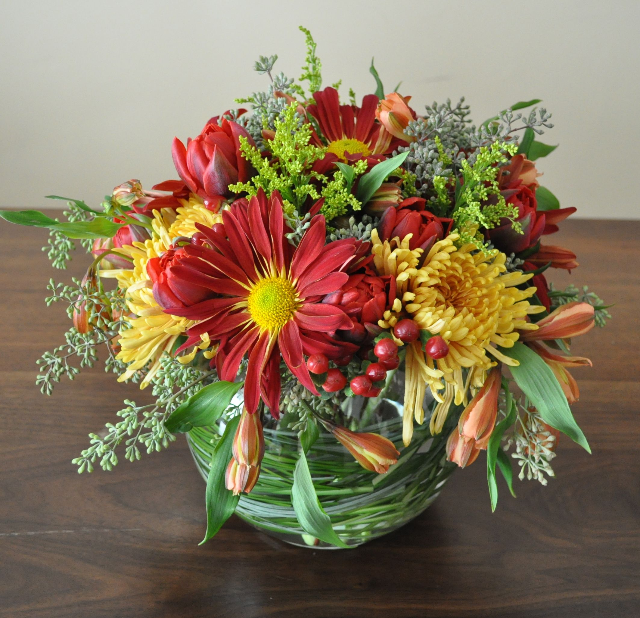 A Thanksgiving Table Flower Arrangement In Fall Colors Fresh Flowers Arrangements Fall Flower Arrangements Flower Arrangements