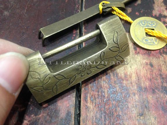 MOU Small Vintage Carved Flower Bird Padlock Decorative Lock with Key for Jewelry Box Drawer Box Lock
