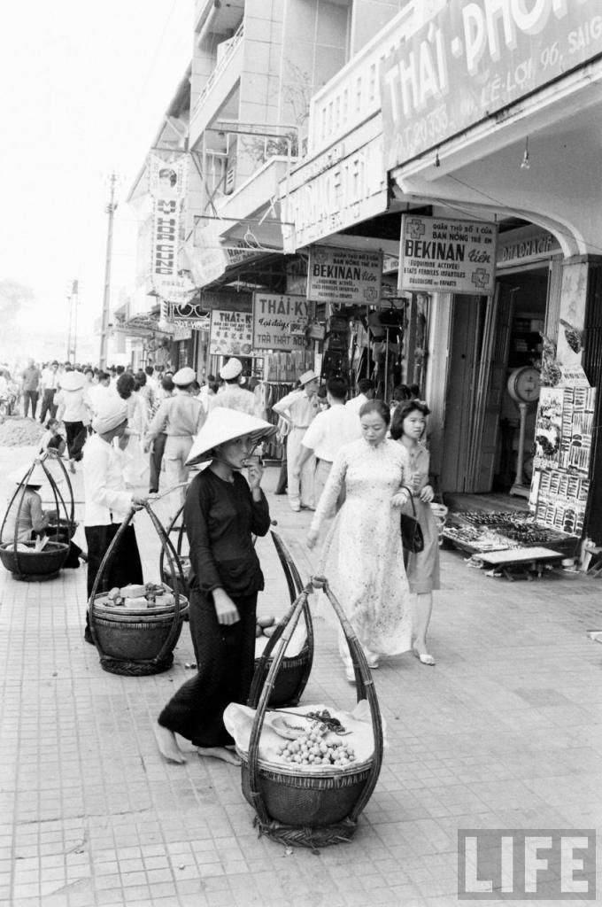 Saigon 1961 Le Loi Avenue Saigon Vietnam Saigon South Vietnam