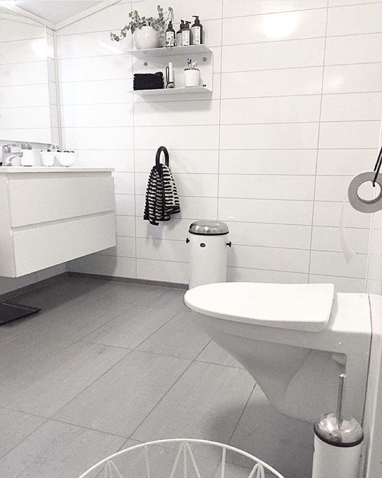 Herlig Så flott på badet til @elnaley 😍 ekstra stilig med hylle på vegg TL-25