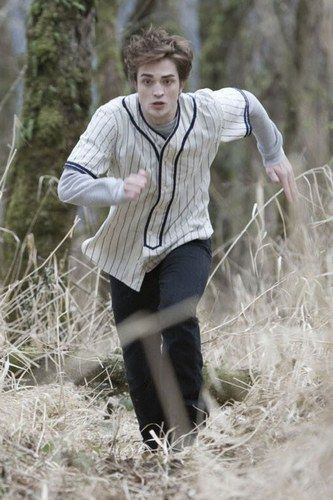 Robert Pattinson doing his Edward Cullen thing in Twilight. Nice.