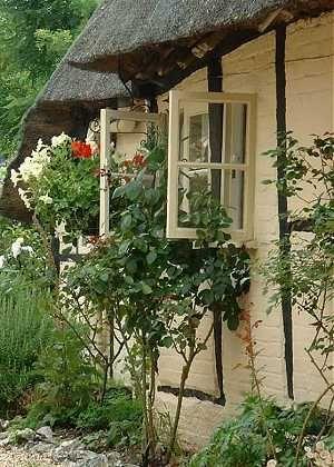 Bom dia queridas pessoas!  Falar em cottage é comigo mesma, é o estilo de casa que eu amo!  Tem aconchego maior que uma casinha dessas?  Exi...