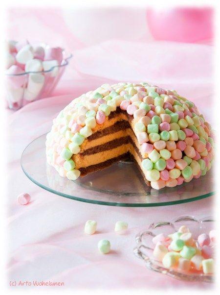 Cute cake deco by Kinuskikissa - just add mini marshmallows to moist cake