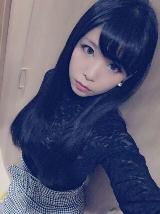 RT @itsuki_akira: その日のメイクで洋服決めるので、グレーカラコンに合わせて今日はちょっとお姉さんぽくしてみたよ さっきと違って髪もメイクもバッチリ(笑) http://flip.it/REkPe