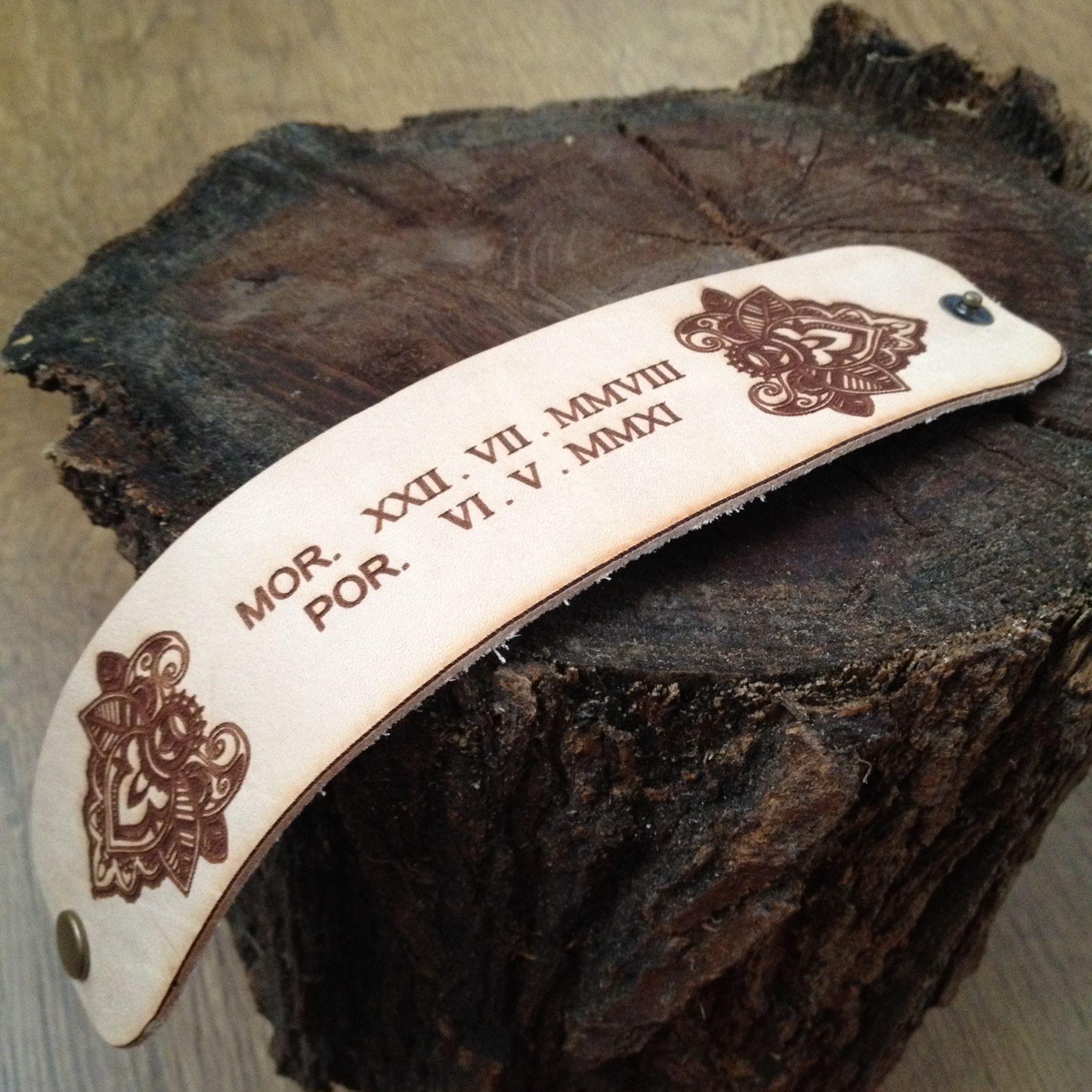 f0bcf597b41a Brazalete de cuero grabado con iniciales y fechas de nacimiento en números  romanos Leather engraving bracelet