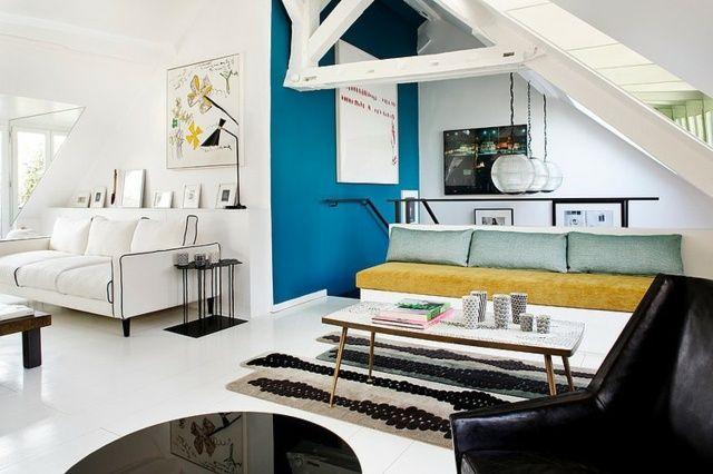 Wohnung Dachschräge Wohnzimmer Wohnideen Blaue Akzentwand Gemütliche  Einrichtung