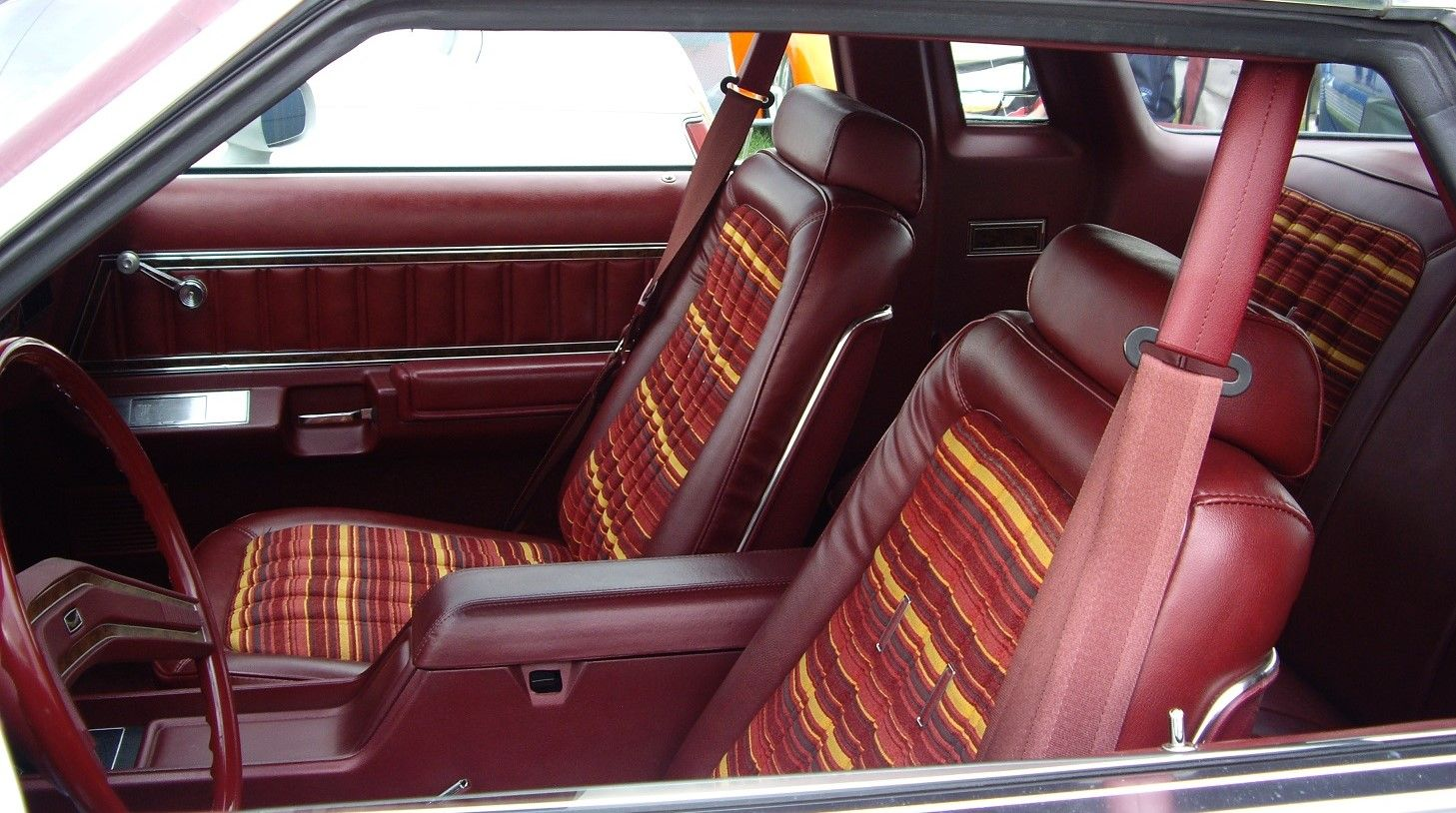1979 ford thunderbird with multicolor striped cloth bucket seats classic car interiors. Black Bedroom Furniture Sets. Home Design Ideas