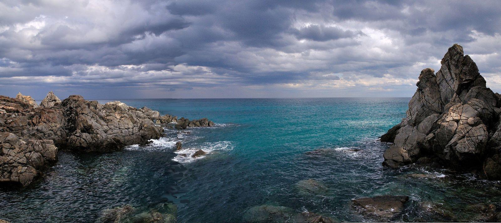 Calabria - la scogliera di Copanello | Spiagge e Costa