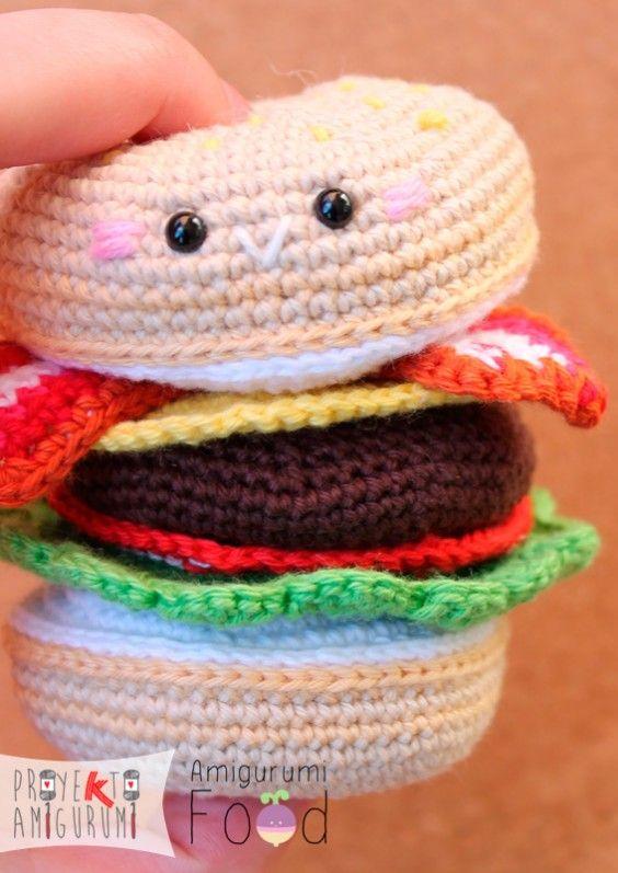 Amigurumi Food: Hamburguesa con Lechuga, Tomate, Queso y Tocino - Patrón Gratis en Español e Inglés aquí: http://amigurumifood.blogspot.com.es/2015/02/proyekto-amigurumi-combo-amigurumi.html