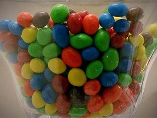 Concerned mom campaigns against artificial dyes in candy | Healthy ...