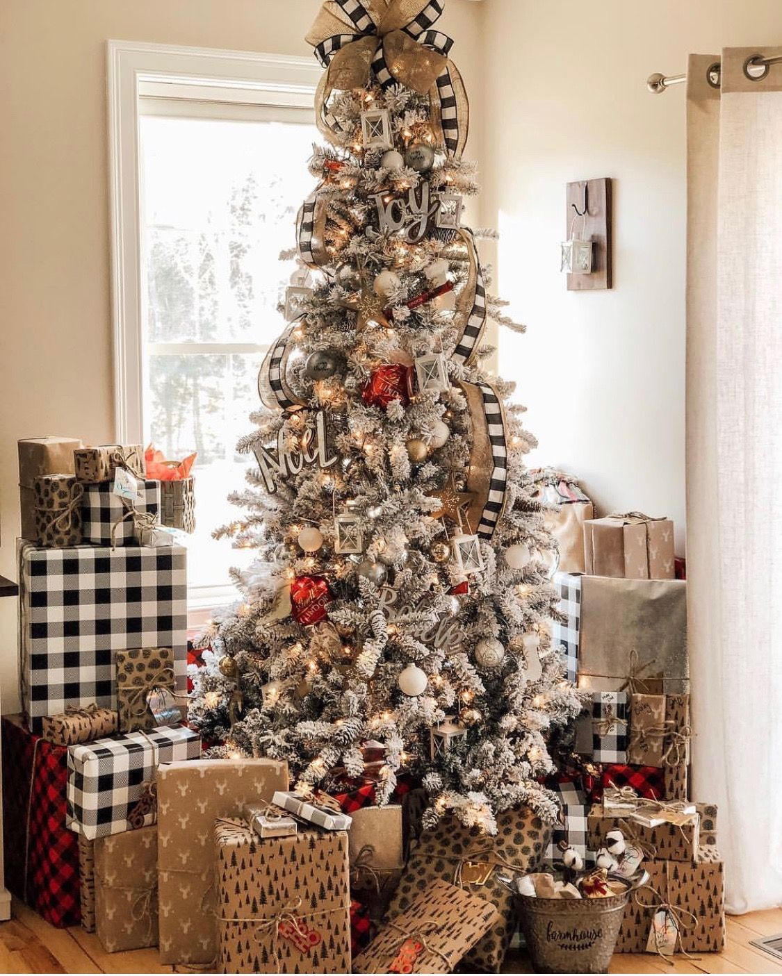 Pin By Kristi Hargrave On Christmas Flocked Christmas Trees Decorated Holiday Entertaining Christmas Flocked Christmas Trees