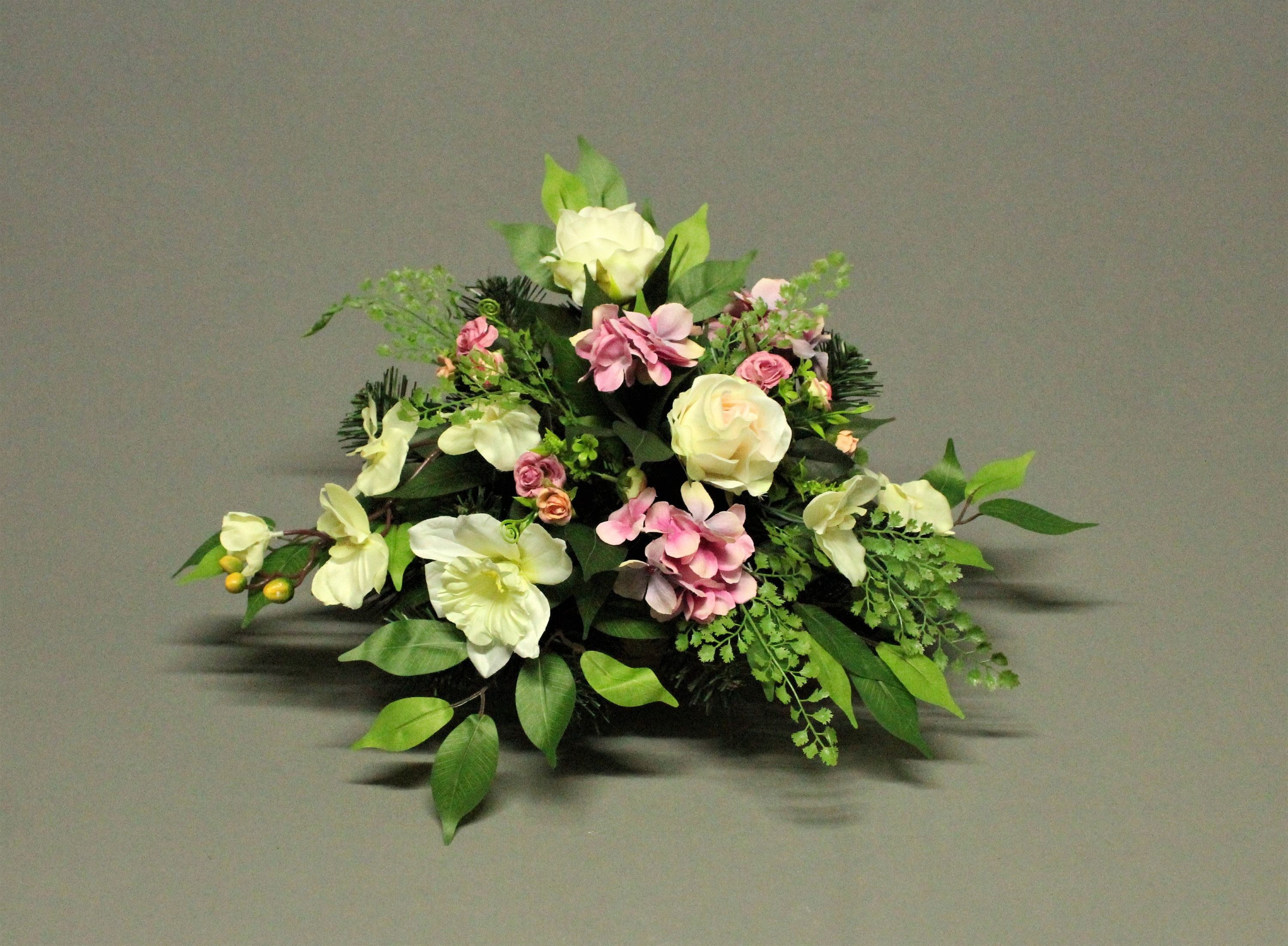 Tombstone Decoration Artificial Flowers Decoration For Monument Tomb For Grave Cemetery Decorations Feast Of The Dead Funeral Decorations In 2020 Artificial Flowers Cemetery Decorations Flowers