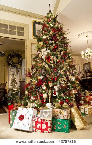 Christmas Tree With Presents.Images Of Decorated Christmas Trees Nicely Decorated