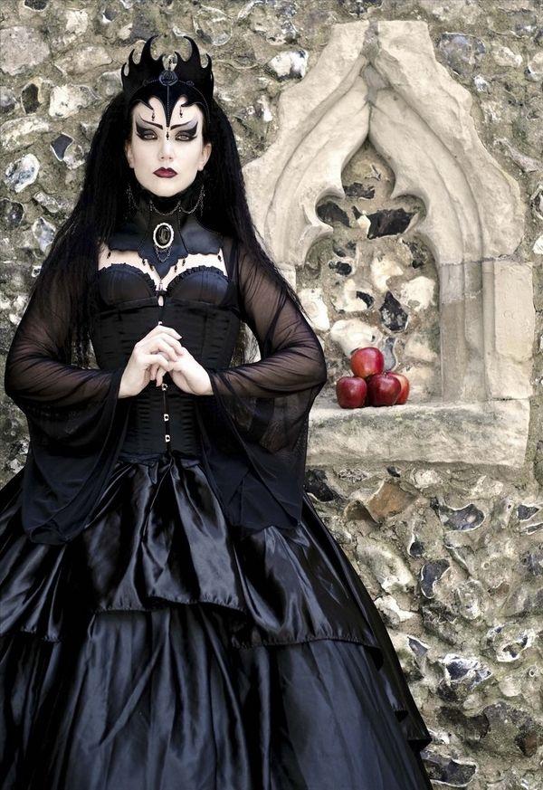 Dark Queen Womens Evil Witch Victorian Gothic Skull Gown Halloween Costume