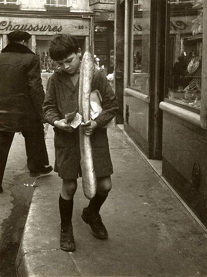 """mimbeau:  """"La baguette parisienne"""" Paris 1953 Robert Doisneau"""