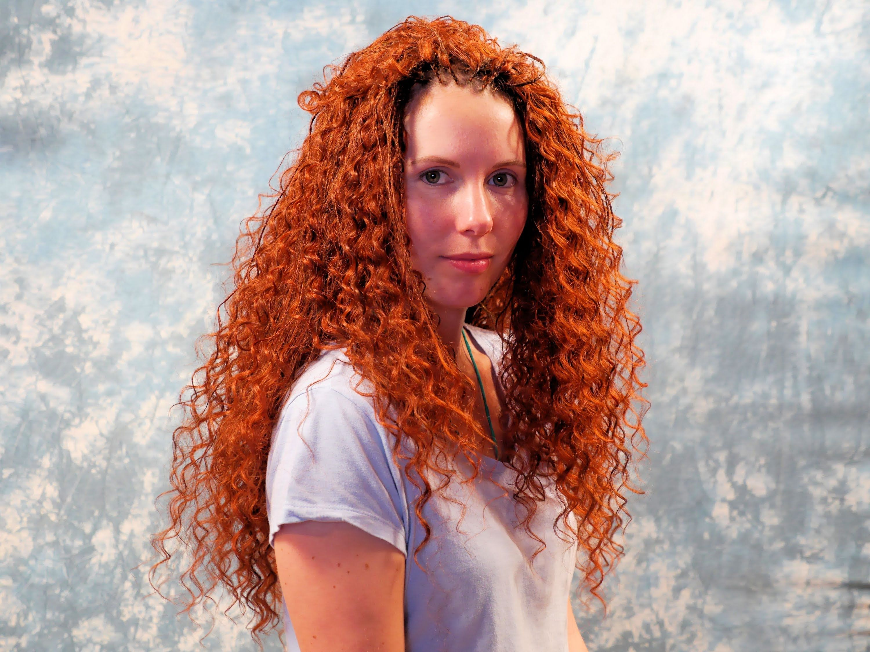 Michaela Faszinierende Lowenmahne Aus Roten Locken Open Braids Aus Th Locken Machen Rote Locken Cornrow Frisuren