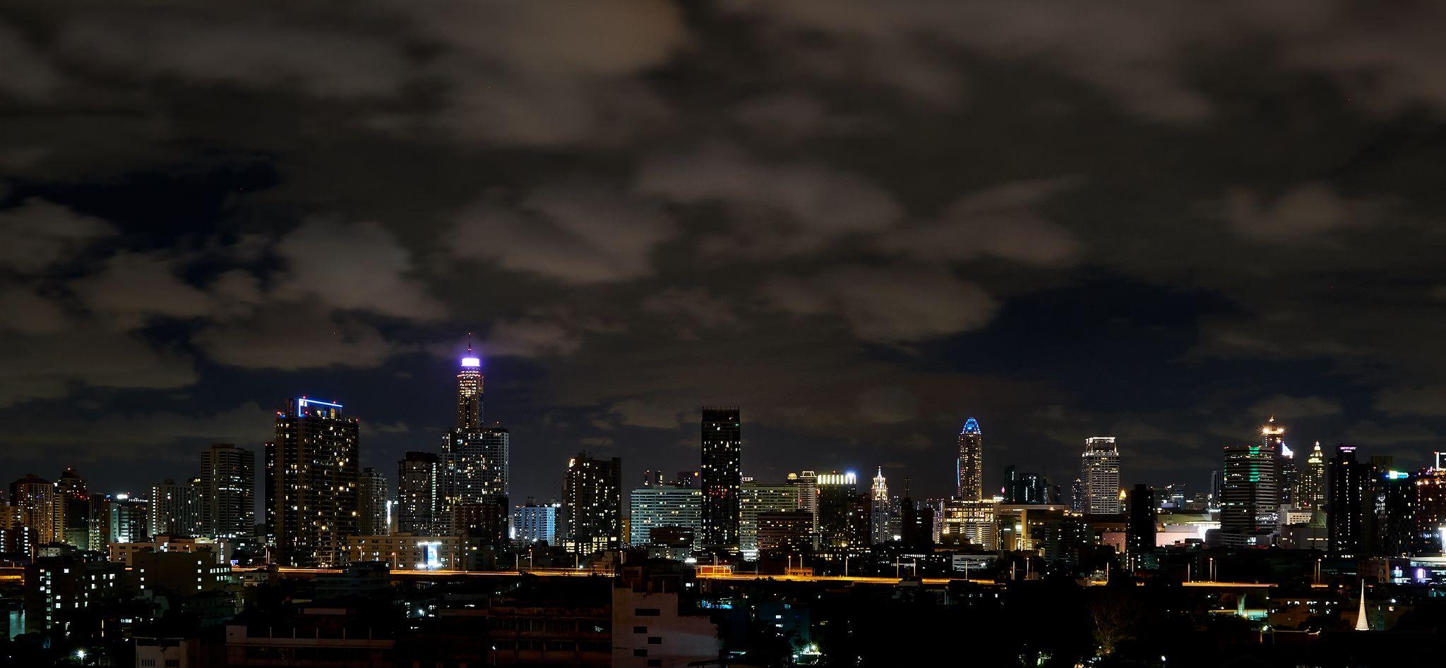 https://flic.kr/p/wyD14q | Bangkok skyline | At night