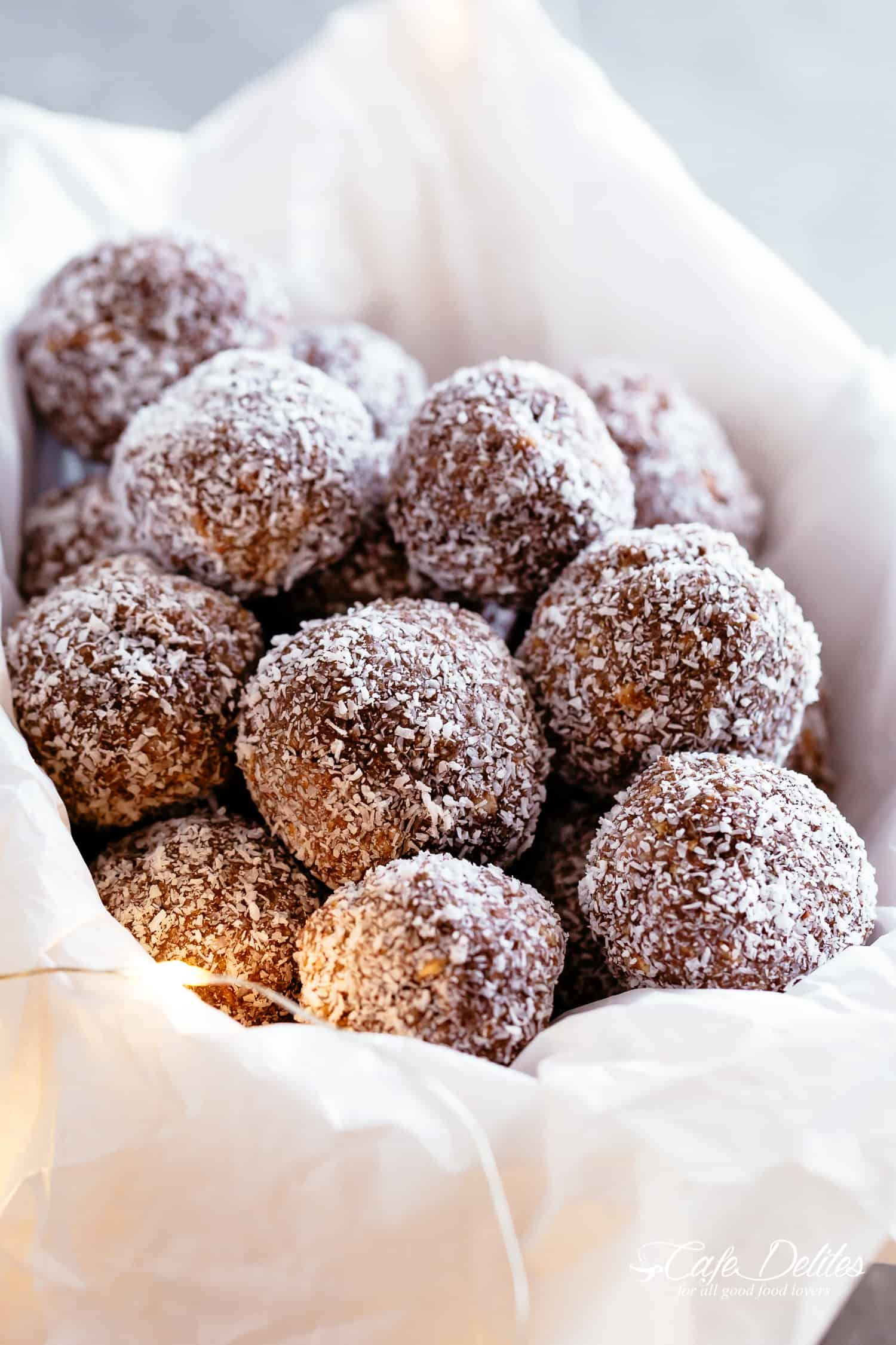 If You Re Looking For The Easiest 4 Ingredient Christmas Treat These Chocolate Rum Balls Are It Rum Balls Take L Rum Balls Rum Desserts Easy Christmas Treats