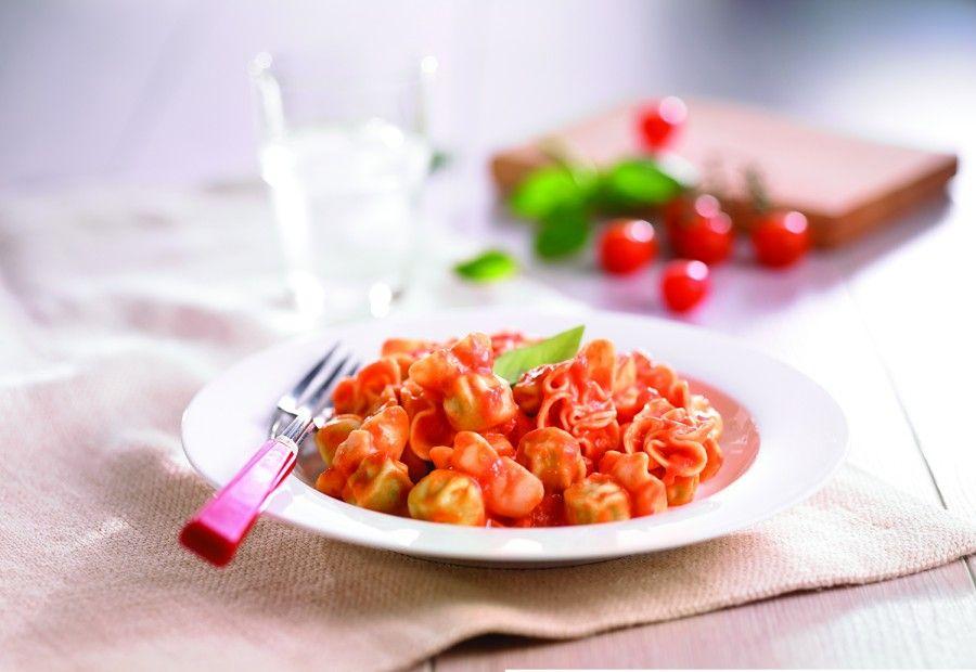 Saccottini stuffed with pesto and served with primavera sauce