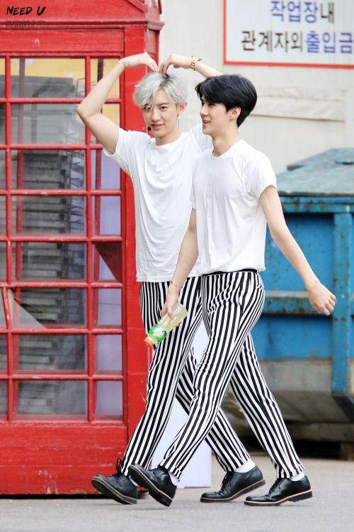Chanyeol, Sehun - 150607 SBS Inkigayo, commute Credit: Need U. (SBS 인기가요 출근길)