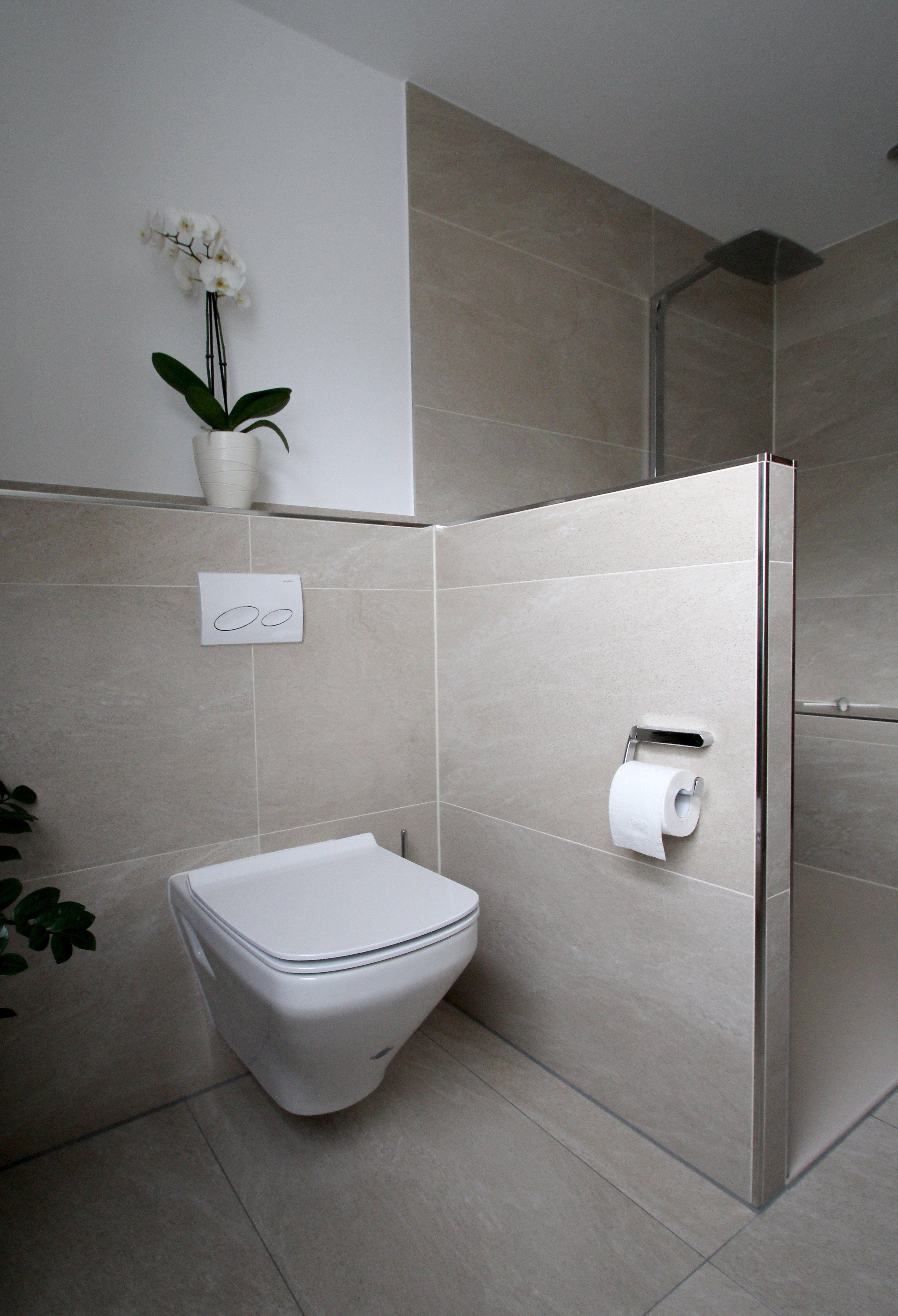 Seniorengerechtes Bad In Naturtonen Kleine Badezimmer Badezimmer Badezimmer Dusche Fliesen