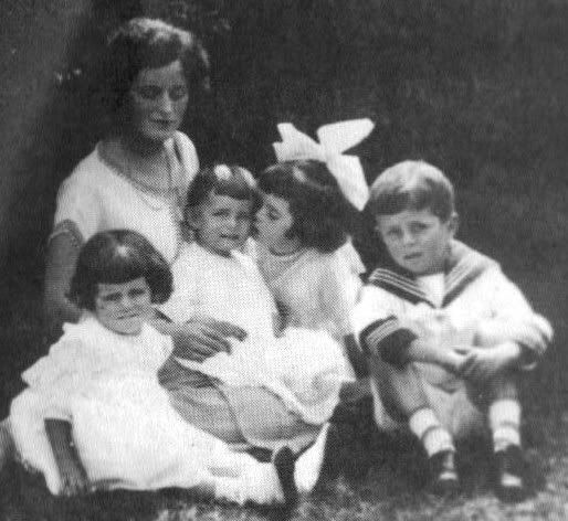 Young mother Rose Kennedy and her children; little Jack with sisters Rosemary, Kick, Eunice and baby Patricia (around 1924).