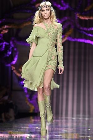 #Italian fashion designer Donatella Versace uses #pistachio green to maximum effect - a #blended style of swathed skirt and light top brings in a Spring aspect while #lace and #leather boots give the outfit a subtle sexiness. #haute couture #runway fashion #fashion week 22016