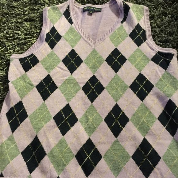 Brooks Brothers Sweater/Vest Super soft, comfortable like new sweater that looks perfect with a white, collared button down and skirt. Uber professional and preppy. Brooks Brothers Sweaters