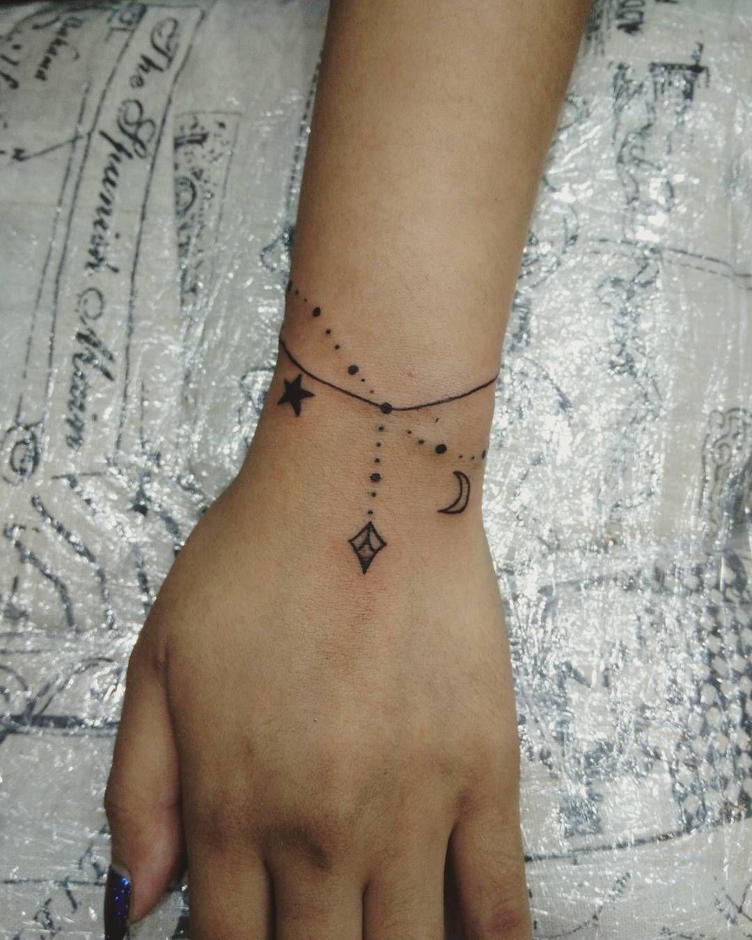 Tatouage bracelet poignet prenom galerie tatouage - Tatouage ecriture arabe ...