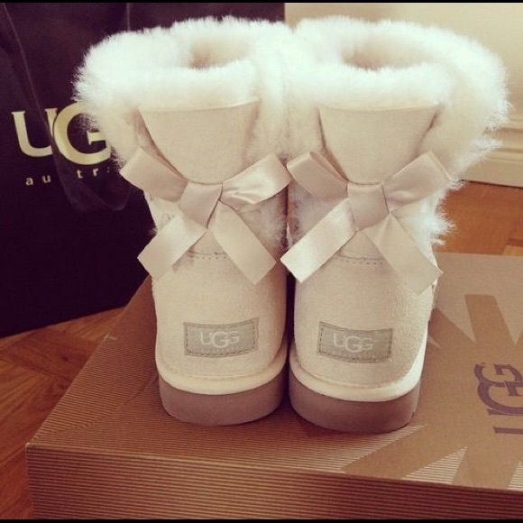 ugg boots cute sand colored mini bailey bow ugg boots only worn a rh pinterest co uk