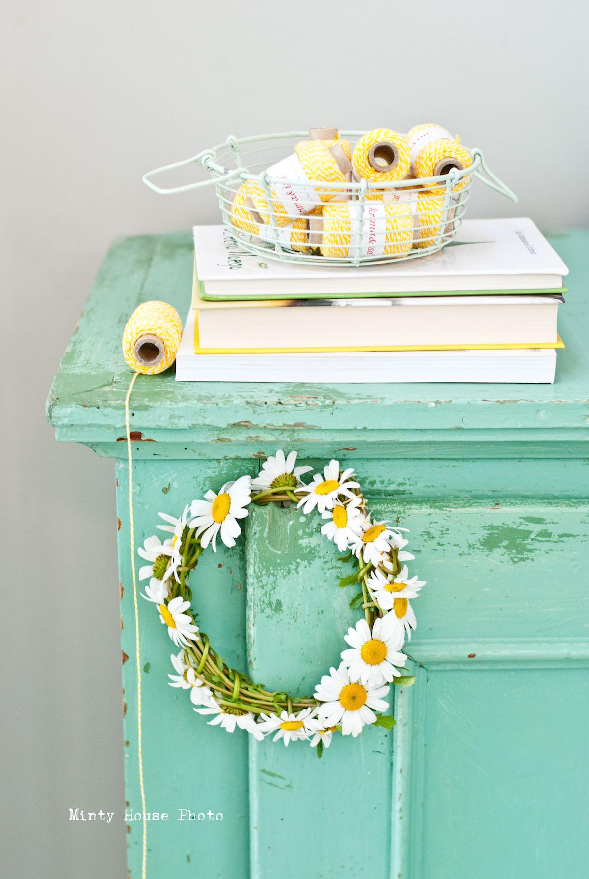 Minty House Photo, minty mint, yellow, twine