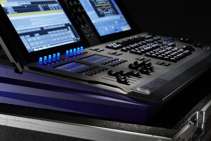 etc s cobalt 10 lighting desk same capacity and functions ascobalt