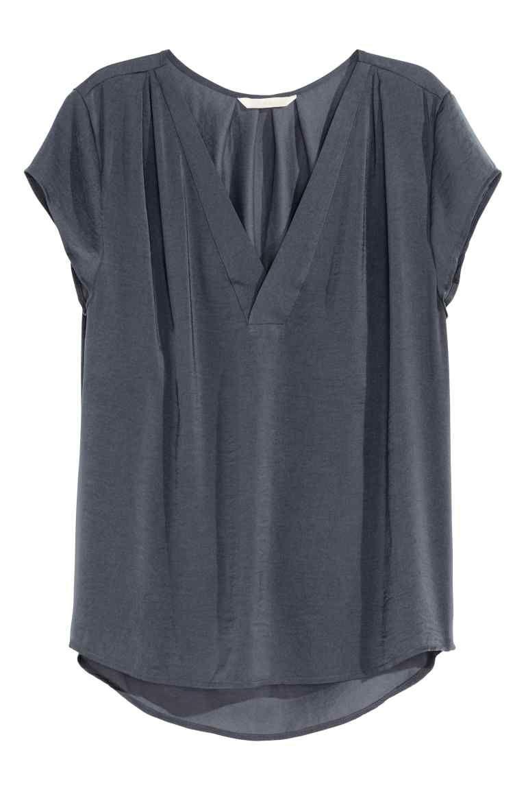fbb57dd357 Blusa de cetim com decote em V