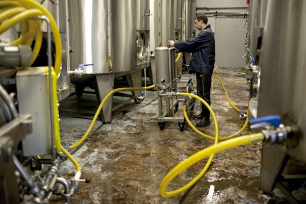 СМИ: В России с 1 января могут начаться перебои с продажей алкоголя.               Поставки алкоголя в розничные сети могут быть существенно затруднены, если производители и оптов�