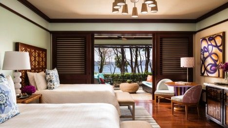 Soothing sea breezes circulate through the Brisa Rooms, which seamlessly blend indoor and outdoor comfort while showcasing the beauty of the Costa Rican jungle canopy.