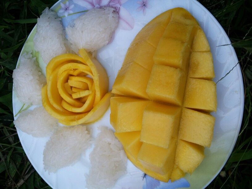 Sweet stick rice with mango.