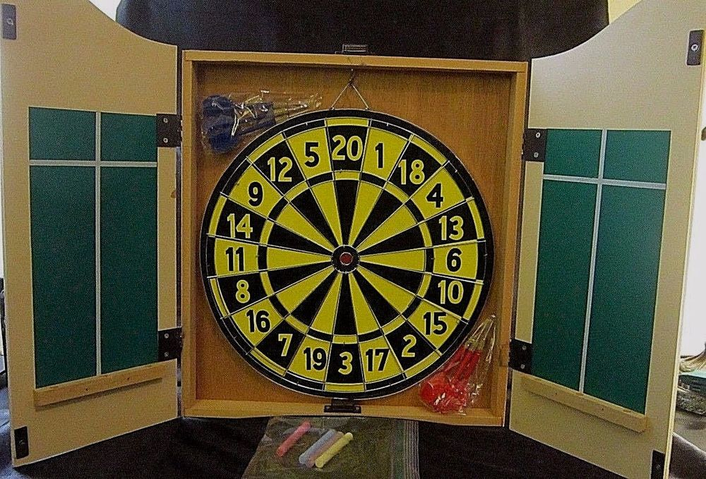 """WOODEN NWOT DART BOARD SET - Blonde Wood Wall Mounted Case - """"The King of Arms"""" #Unbranded $54.99"""