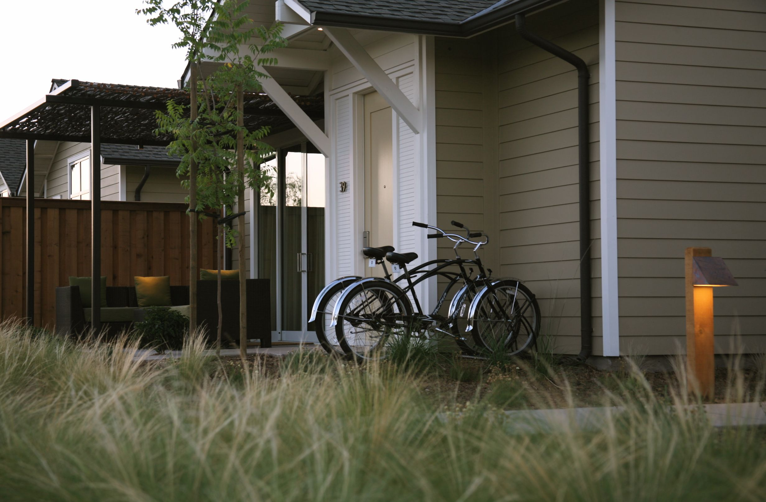 Complimentary cruiser bicycles with each guest studio!