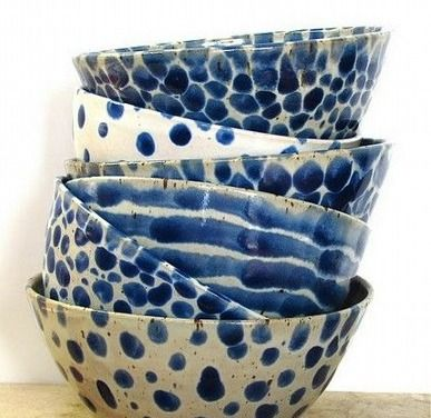bl vit keramik alle tassen im schrank pinterest keramik porzellan und blau. Black Bedroom Furniture Sets. Home Design Ideas